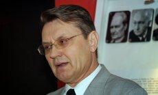 Prezidents Bērziņš atlaiž arī vēstures padomnieku Zundu