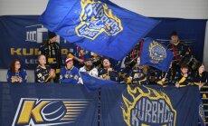 Video: Liela atsaucība hokeja labdarības spēlei 'Kurbads' ledus hallē