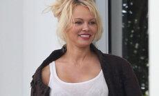 Foto: Pamelai Andersonei gadījies pikants misēklis