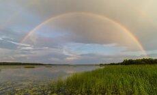 Foto: Varavīksnes loks plešas pār Juglas ezeru