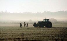 OIK reforma: Elektrība lētāka lielajiem uzņēmumiem; lauksaimnieki iebilst