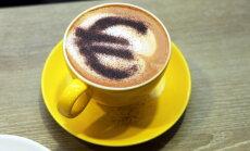 EK: Latvijā eiro atbalsta 55%; Igaunijā otri lielāki vienotās valūtas 'fani' eirozonā