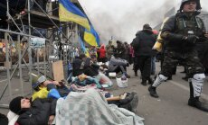 В Украине объявлен траур, в Кремле заявили о попытке госпереворота