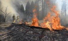 Foto: Kalifornijā plosās ugunsgrēks; evakuēti vairāk nekā tūkstotis iedzīvotāju