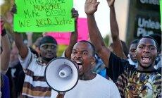 ASV melnādaino pusaudzi nošāvušais policists netiks tiesāts