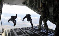 NATO Eiropā rīko lielākos gaisa desanta manevrus kopš Aukstā kara