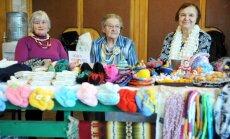 Foto: Rokdarbi, dekorācijas un mīļlietas - senioru darbu gadatirgus atklāšana