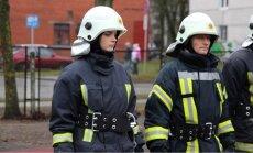 Cik ātri jāsaģērbjas ugunsdzēsējiem, un vai sievietei tas ir pa spēkam?