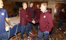 Foto: Latvijas futbolisti pulcējas uz treniņnometni pirms mača ar Portugāli