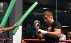 Foto: Bokseris Mairis Briedis gatavojas cīņai pret Saimonu Valiliju