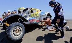 Dakaras rallija dalībniekiem var aptrūkties riepu