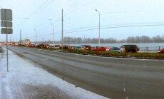 На улицах Риги – много автомобильных пробок, общественный транспорт опаздывает