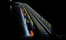 Alūksnē vasarā uz izgaismotā gājēju tilta ik stundu var klausīties mūziku
