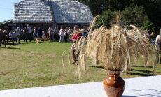 Maizes cepšana, kāpostu skābēšana un citas izdarības: aicina uz Pļaujas svētkiem Atē