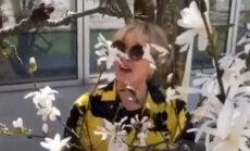 ВИДЕО: Лайма Вайкуле показала свой цветущий сад