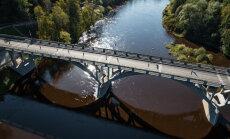 Satiksmi uz tilta pār Gauju Siguldā tomēr neierobežos