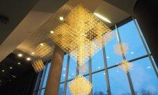 Foto: 'Swedbank' centrālās ēkas telpās uzstādīts Latvijā lielākais puzurs
