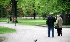 Anglijā dzīvojoša pensionāre no Latvijas: nodokļu piemērošana pensijām ir tautas aplaupīšana