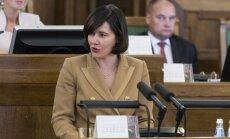 FM rosina vēl straujāk celt nodokli alkoholam un cigaretēm