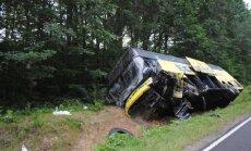 'Ecolines' autobusa un vieglā auto sadursmē Polijā divi bojāgājušie