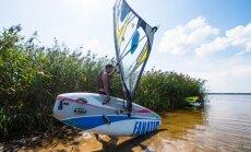 'Delfi' izmēģina: ar vēju pa ezeru jeb vindsērfings iesācējam