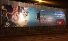 ФОТО: Жителей смутила реклама Alfa вверх ногами