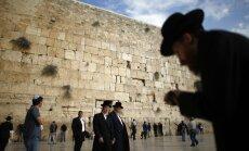 Izraēla aptur lēmumu izveidot sievietēm un vīriešiem kopīgu vietu pie Rietumu mūra