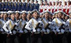 Foto: Ar militāru parādi un svinīgiem karogiem Ukrainā atzīmē neatkarības dienu