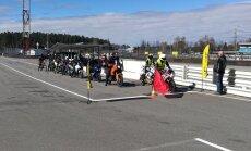 300 motociklisti uzlabojuši savas braukšanas prasmes Biķernieku trasē