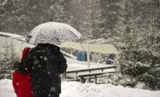 Sniegputeņa dēļ nopietni aizkavējas Pasaules kausa sacensības bobslejā divniekiem
