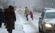 Naktī ilgstoši snigs, no rīta vietām būs līdz 10 centimetriem sniega
