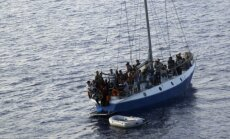 Šogad caur Vidusjūru uz ES ieradušies vismaz 137 000 bēgļu