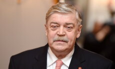 Посол России: Латвия чешет правой рукой левое ухо