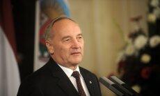 Prezidents LOK spiediena dēļ piekritis doties uz Soču olimpiādi