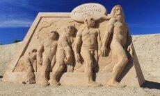 Foto: Aculiecinieks iemūžina smilšu skulptūras Jelgavā