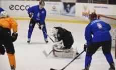 Latvijas hokeja izlases treniņiem pievienojies uzbrucējs Mickevičs
