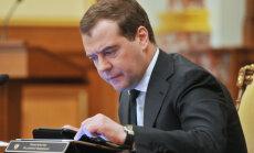 Krievijas ekonomikas krīze: Medvedevs brīdina par dziļas recesijas risku
