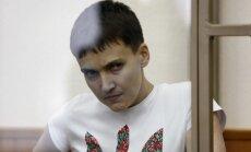 Savčenko advokāts vērsīsies pret diviem krievu 'jokdariem' par viltus vēstuli no Porošenko