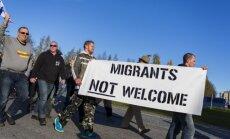 Foto: Somijā notiek bēgļu pretinieku un atbalstītāju demonstrācijas