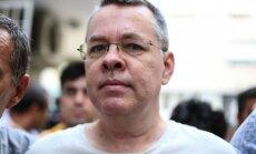 ASV nosaka sankcijas Turcijas ministriem apcietinātā amerikāņu mācītāja dēļ
