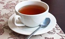 Apgāžot karstu tējas krūzi, applaucējas pusotru gadu vecs zēns