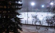 Troksnis un prožektoru gaisma logā: Ķengaraga iedzīvotāja sūrojas par jauno stadionu