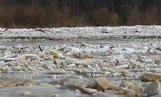 Video: Ledus iešana Gaujā pie Carnikavas aculiecinieka acīm