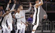Bertāns gūst divus punktus 'Spurs' drošā uzvarā pār 'Hornets'