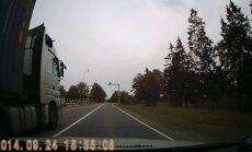 Video: Kravas auto šoferim Pūrē neeksistē nekādi noteikumi