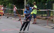 Kalnu slēpotājs Zvejnieks uzvar skrituļslaloma Pasaules kausa posmā Čehijā