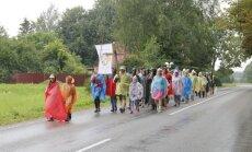 No Liepājas uz Aglonu ceļu mēro jau 60 svētceļnieku