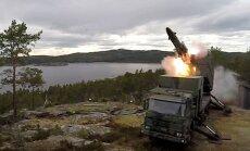 Video: Zviedrija atjauno Aukstā kara krasta artilērijas sistēmu