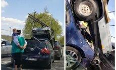 Video: Pa ceļam uz Ērgļiem 'VW Golf' pabraucis zem apvidnieka piekabes