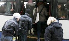 Rīgas satiksme призвала пассажиров общественного транспорта не толкаться у входа